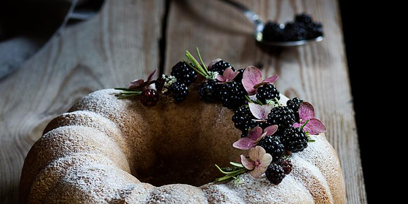 Blackberry bundt cake